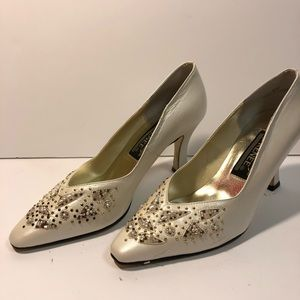 Casino J Renee White Heels